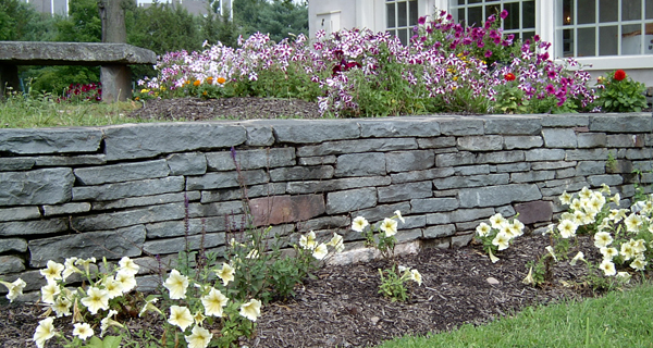 Attirant PA Antique™ Dry Stack Wall